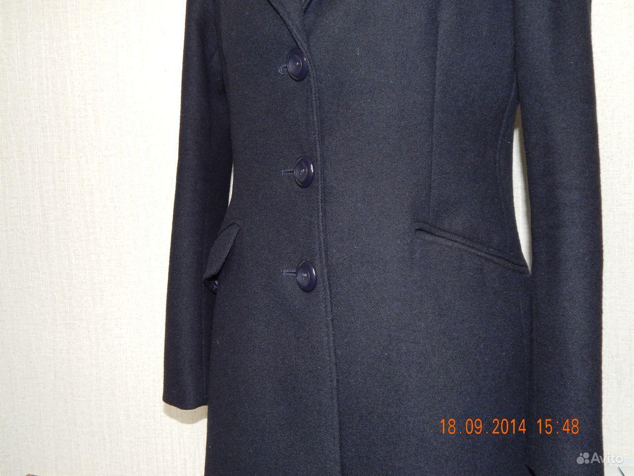 Оригинальное пальто прямого покроя с поясом, с застежкой на потайные пуговицы