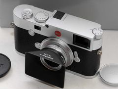 Leica M10 silver or black + red/black case + thumb