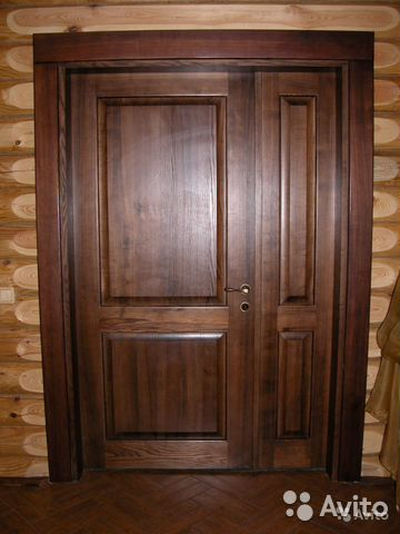 входные полуторные двери из дерева